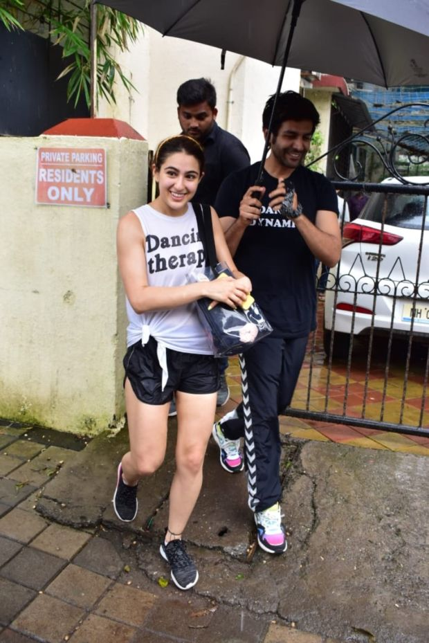 Love Birds Sara Ali Khan & Kartik Aaryan Spotted Together After Dance Class