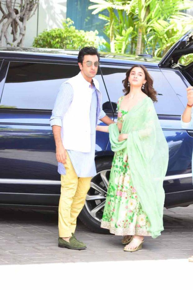 Ranbir Kapoor And Alia Bhatt Visited Kumbh Mela