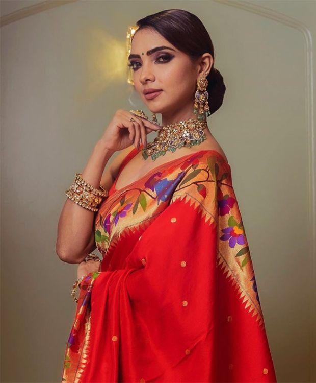 Pooja Banerjee Looks Beautiful In A Saree