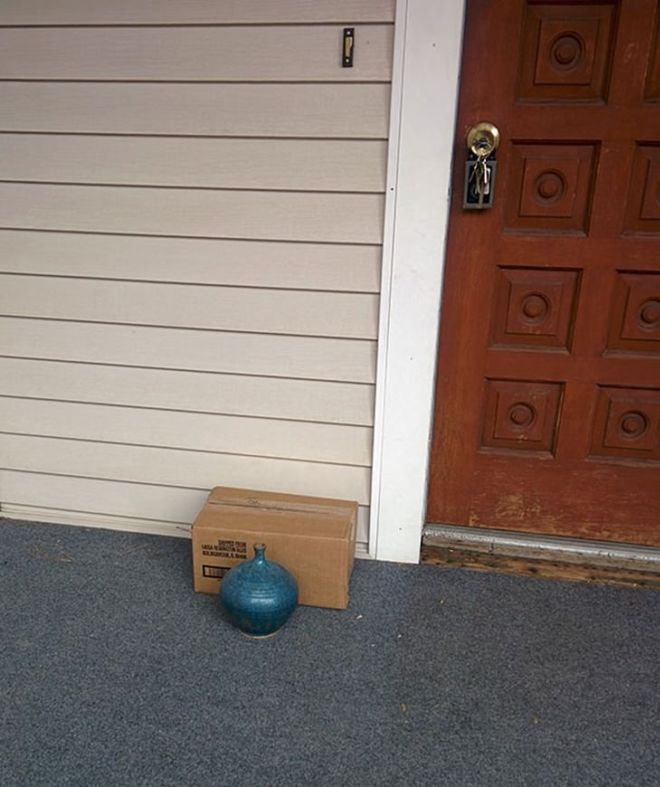 20 Hilarious Home Delivery Fails To Make You Laugh