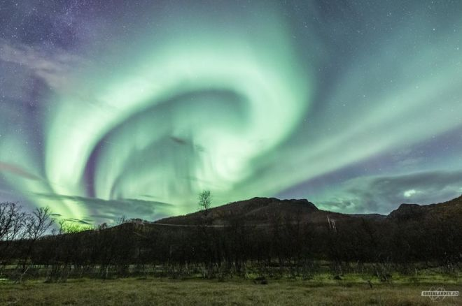 Feel The Beauty Of Northern Lights In The Skies