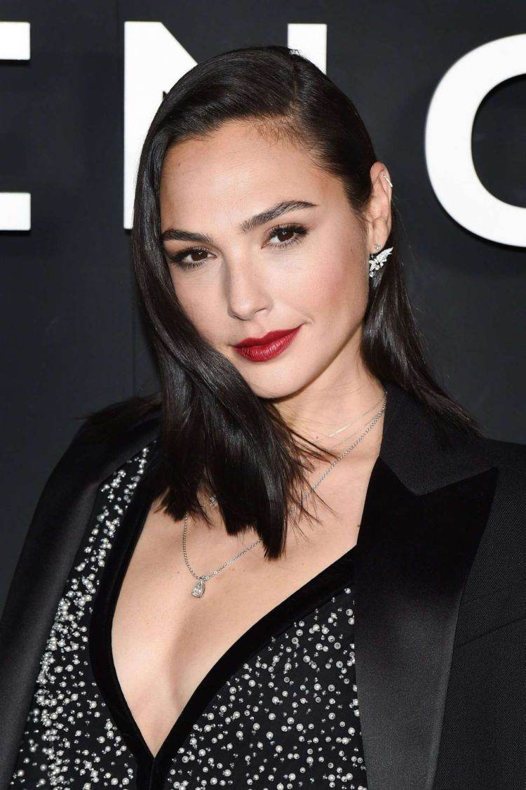 Pretty Gal Gadot At The Givenchy Show During Paris Fashion Week