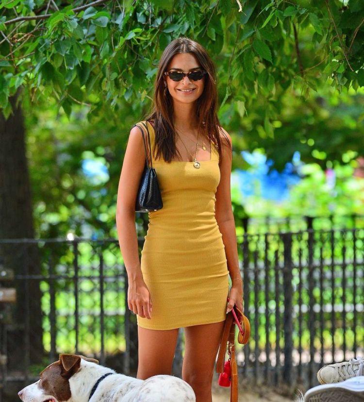 Pretty Emily Ratajkowski Walking Her Dog In New York