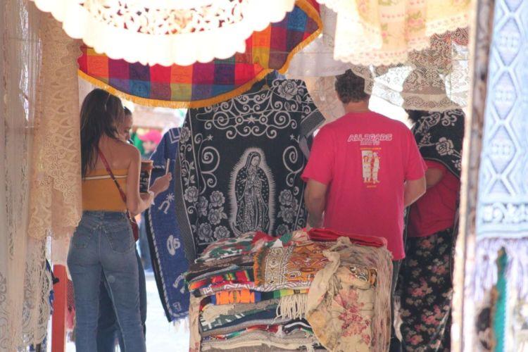 Emily Ratajkowski Candids In Jeans In Xochimilco