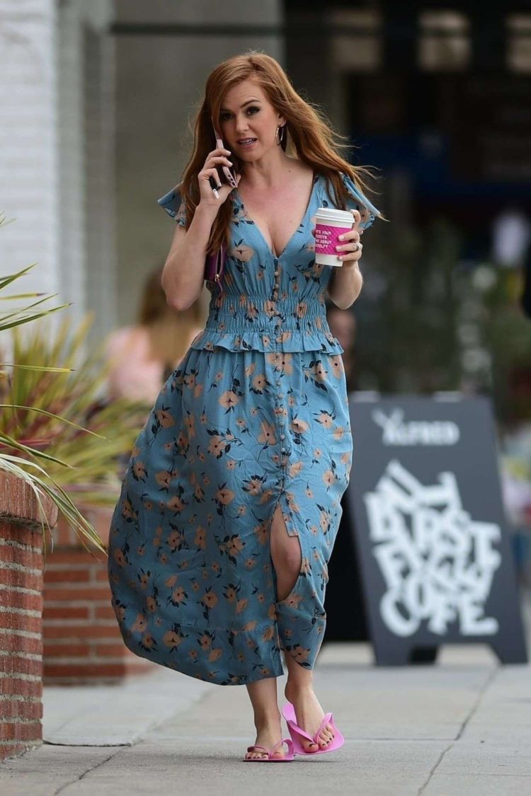 Gorgeous Isla Fisher Candids While Leaving A Nail Salon In LA