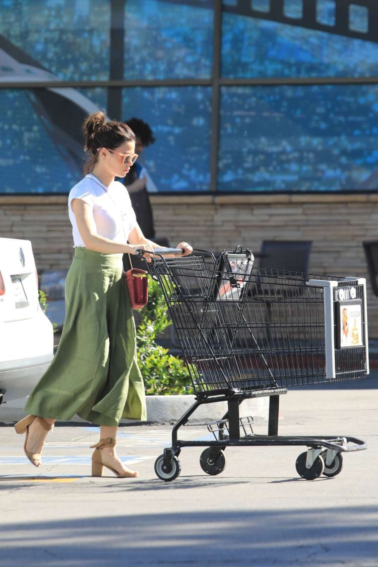 Jenna Dewan-Tatum Out For Shopping In Studio City