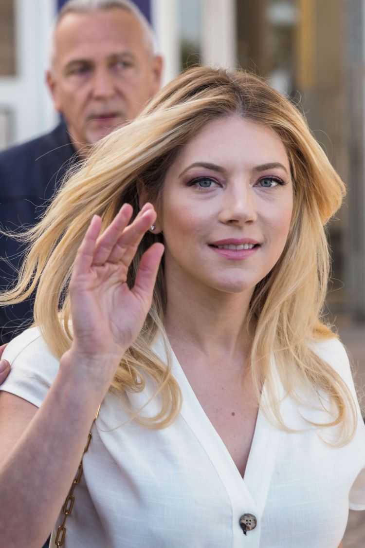 Katheryn Winnick At Jury Photocall At The International Series Festival In Cannes