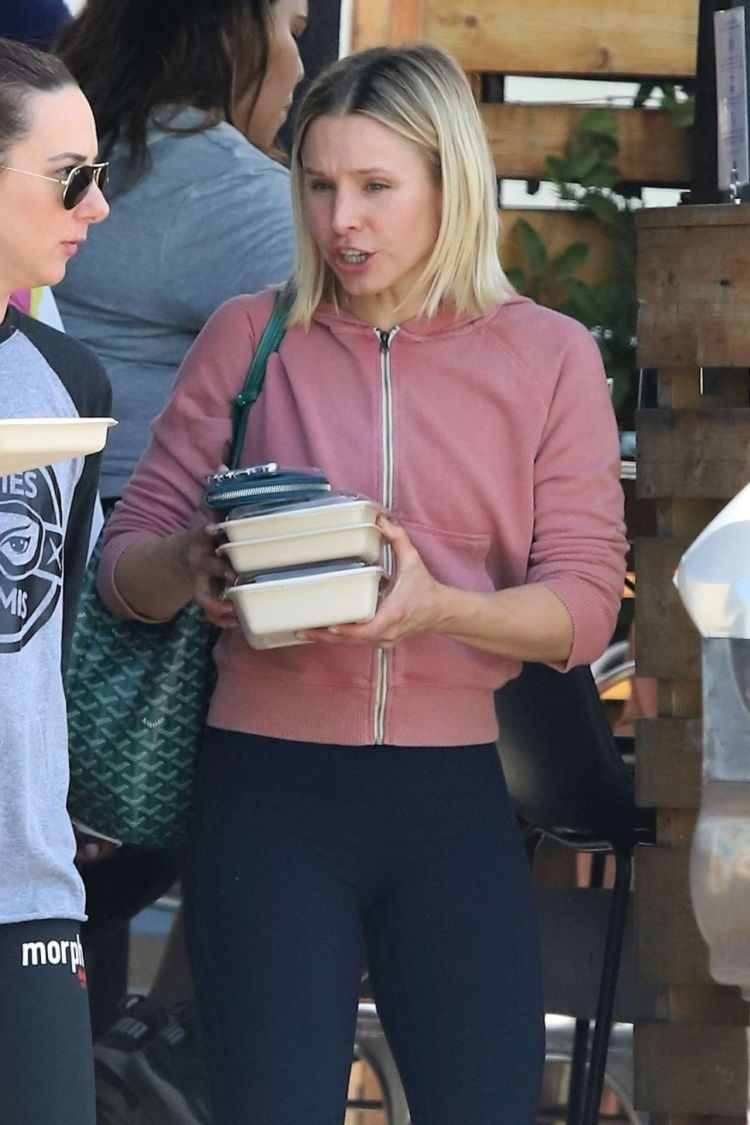 Kristen Bell Candids While Leaving For Lunch In LA