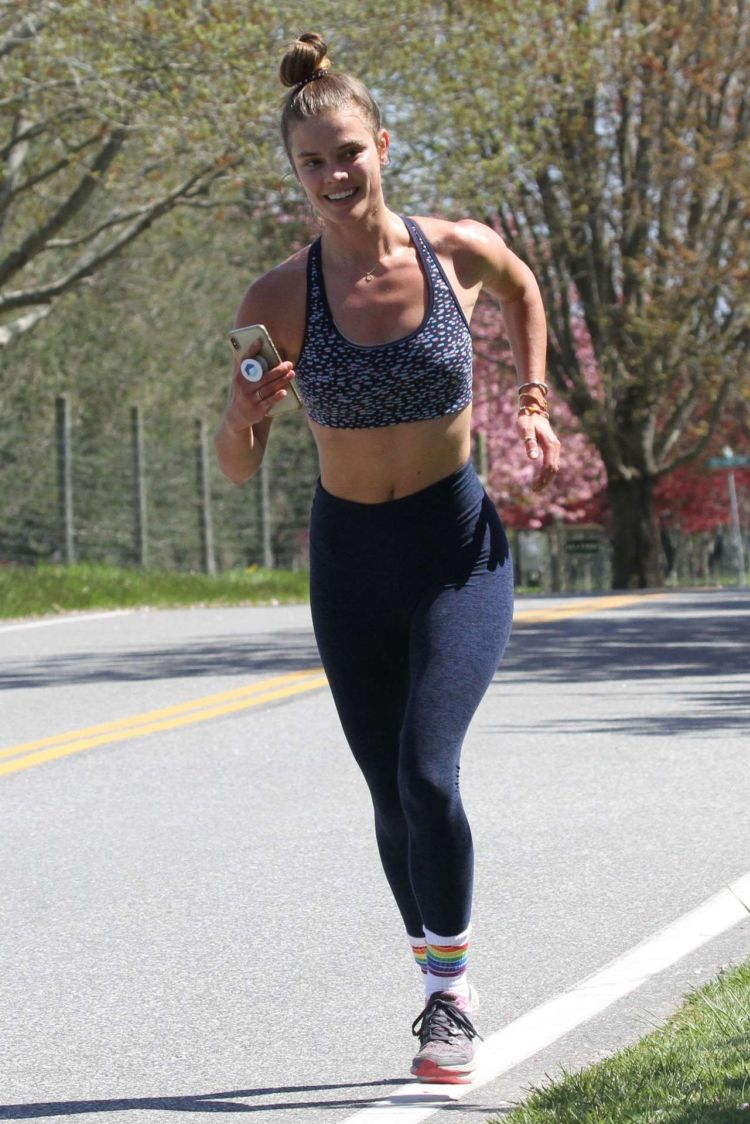 Nina Agdal Jogging Out In The Hamptons