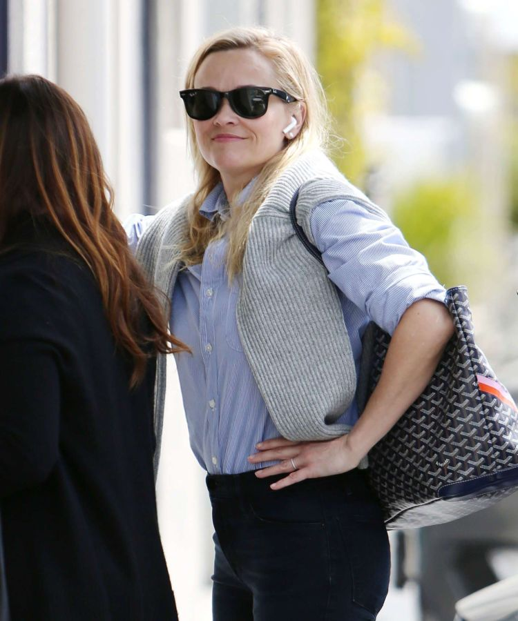 Reese Witherspoon Candids While Meeting A Friend In Los Angeles