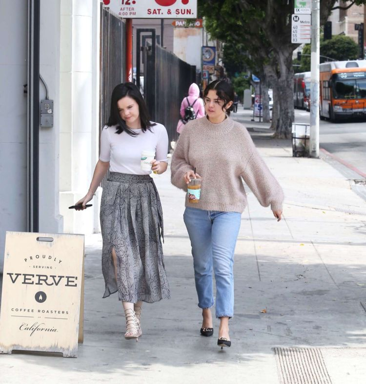 Selena Gomez Out With Friends In Los Angeles