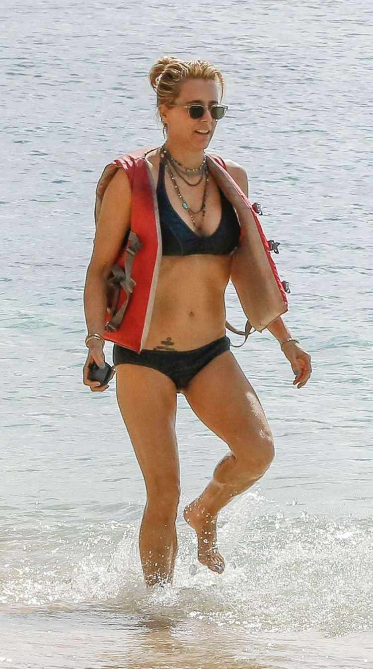 Tea Leoni Takes A Jet Skii Ride In Barbados