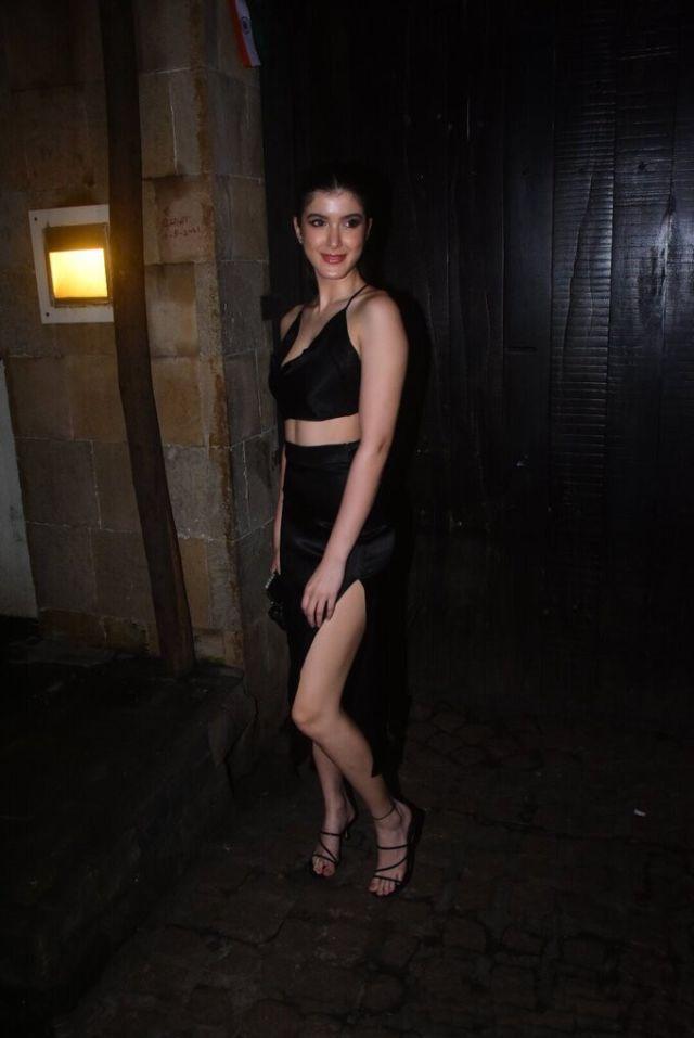 Shanaya Kapoor Spotted At Rhea Kapoor's Wedding Party At Anil Kapoor's House