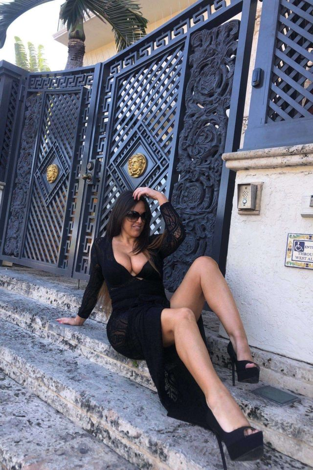Claudia Romani Looks Absolutely Stunning In A Black Dress