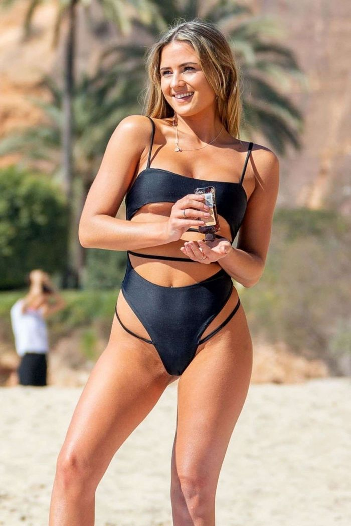 Alicia Oates Shoots At The Bachelor Contestant In A Black Swimsuit
