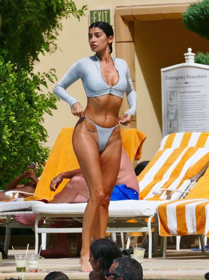 Nicole Williams In A Bikini At The Swimming Pool In Las Vegas