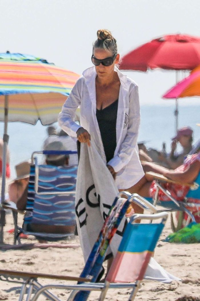 Sarah Jessica Parker Vacationing In A Swimsuit With Her Family In Hamptons