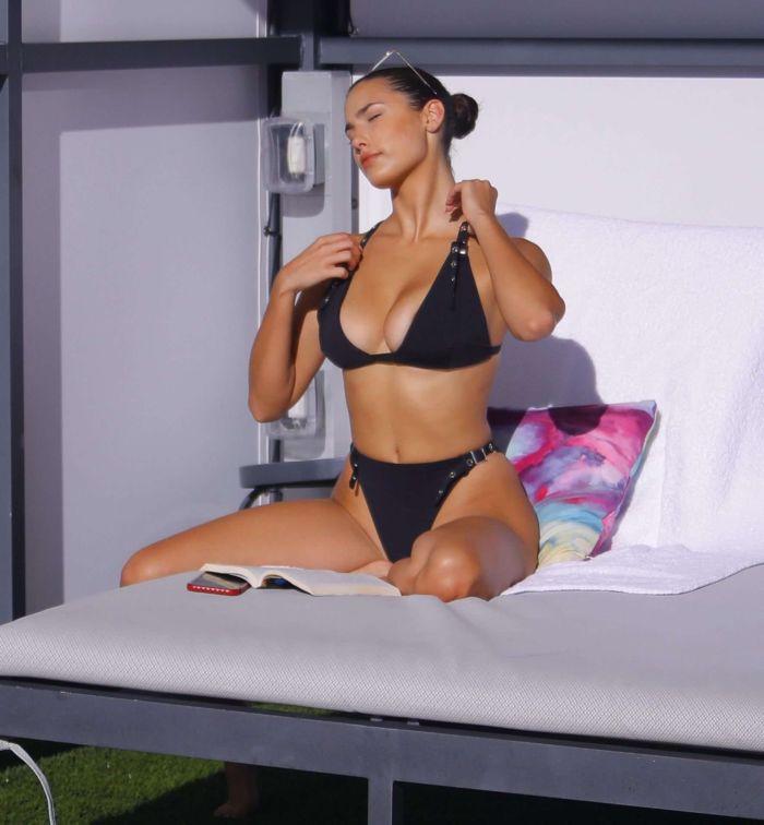 Tao Wickrath Booty In A Black Bikini At A Swimming Pool In Miami