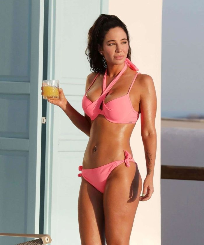 Tulisa Contostavlos In A Bikini At The Swimming Pool In Greece