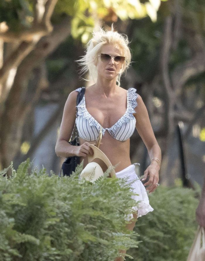 Victoria Silvstedt Tanning In The Sun On The Beach In Miami