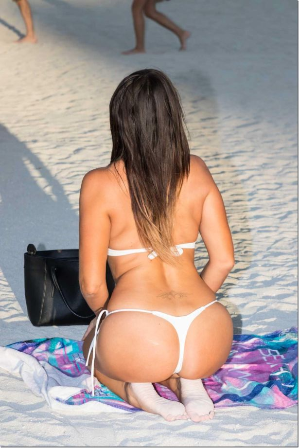 Claudia Romani - The Beach Moments